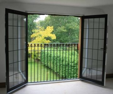 پنجره دوجداره دو لنگه بازشو